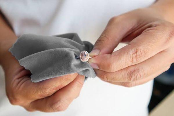 結婚指輪のクリーニングの頻度は?