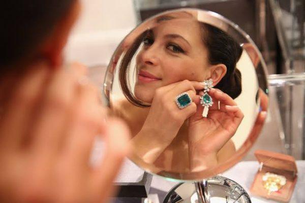 香水や化粧品のついた指輪をキレイにする