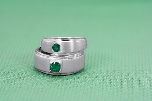 結婚指輪にペアで同じ宝石を入れる