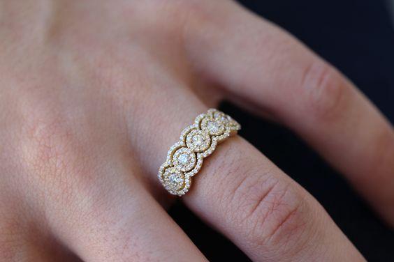 アンティークデザインなダイヤモンドエタニティリング