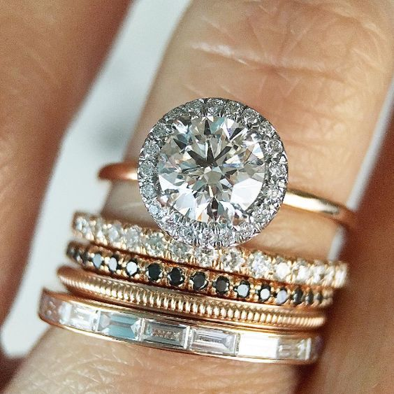 他のリングとのセットデザインを考えた婚約指輪