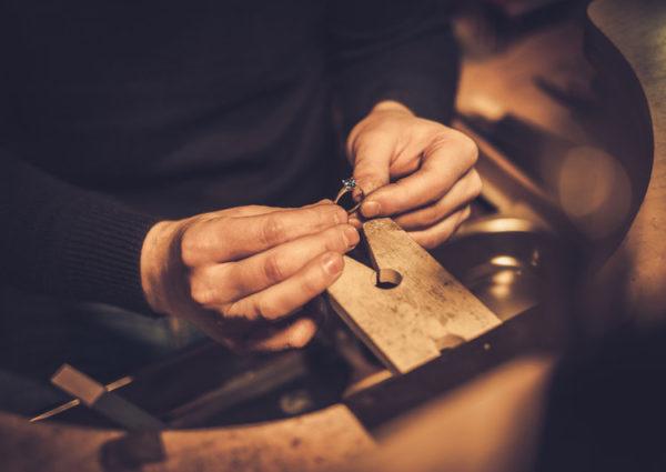 オーダーメイドで結婚指輪を作る場合に必要な3つの価格の出し方