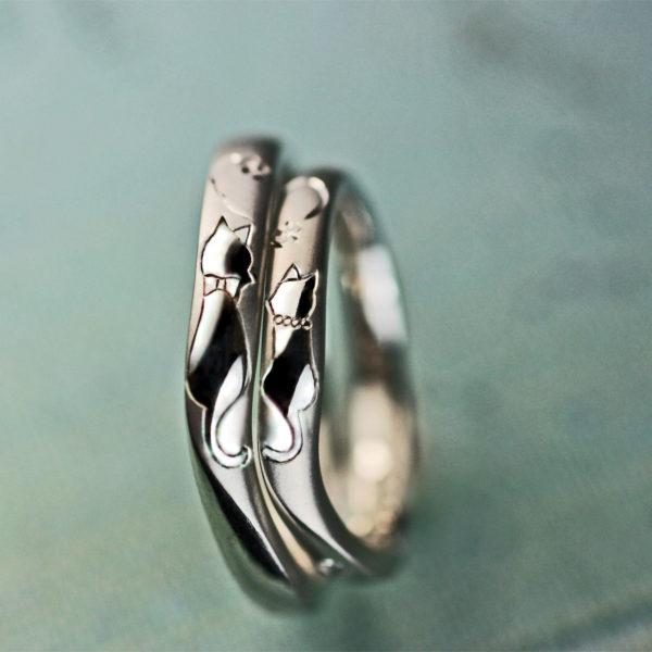 紳士と淑女の猫のカップルがハートをつくるオーダーメイド結婚指輪