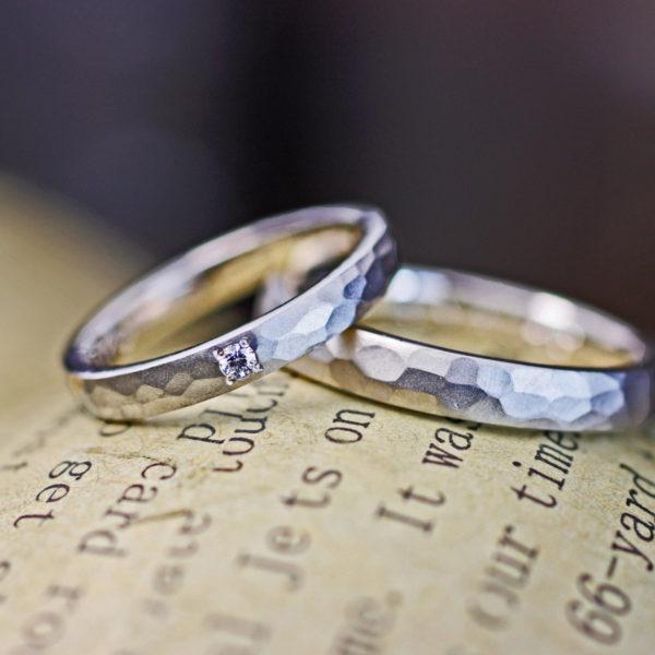 ツチメのデザインにつや消しマットを施したオーダーメイドの結婚指輪