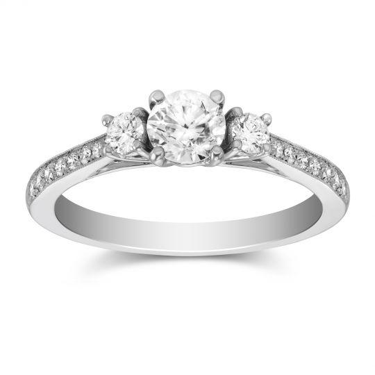 スリーストーンデザインの婚約指輪