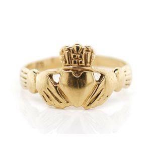 ケルト諸国で伝統的なクラダーリングの結婚指輪