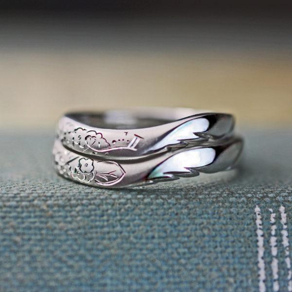 花と天使の羽をデザインした結婚指輪をウェーブさせたオーダー作品