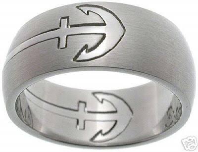 自衛官がオーダーする結婚指輪は個性的