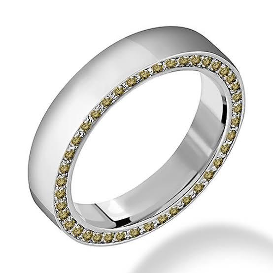 ブラウンダイヤをプラチナのメンズリングに使うと、大人なオシャレ感がプラスされま