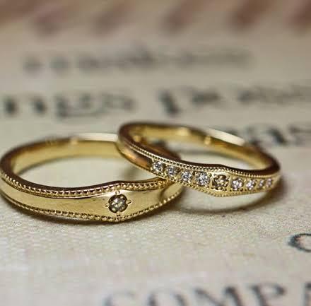 ゴールドの結婚指輪にブラウンダイヤモンドを使う