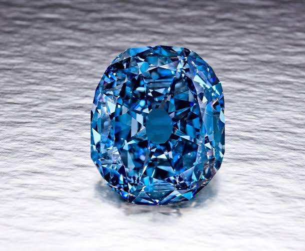ブルーダイヤモンドで婚約指輪をオーダーメイドする為の質問7つ