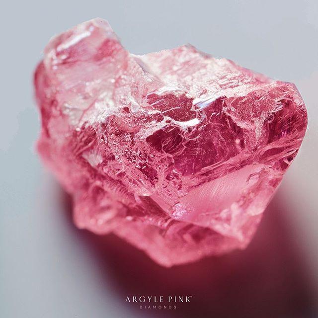 アーガイル鉱山のピンクダイヤモンドの原石