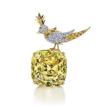 1960年代には、ダイヤモンドの上に小鳥がとまったデザインにて展示されていました。