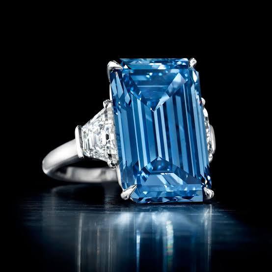 ブルーダイヤの婚約指輪をオーダー出来る?