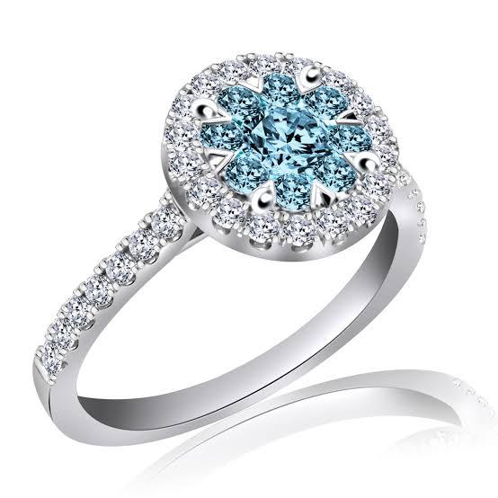 ブルーダイヤモンドのプラチナ婚約指輪