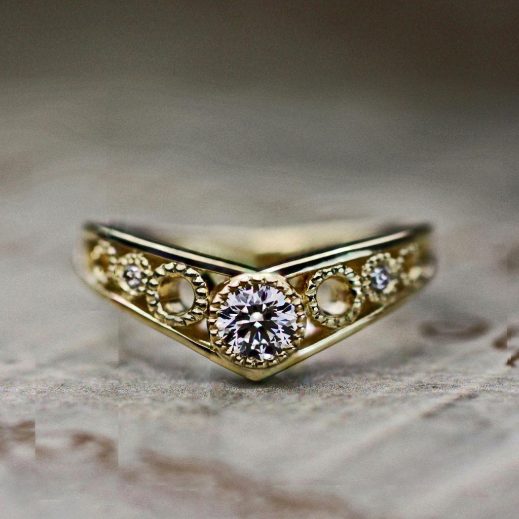 丸いミルをデザインしたアンティークゴールドな婚約指輪オーダー作品
