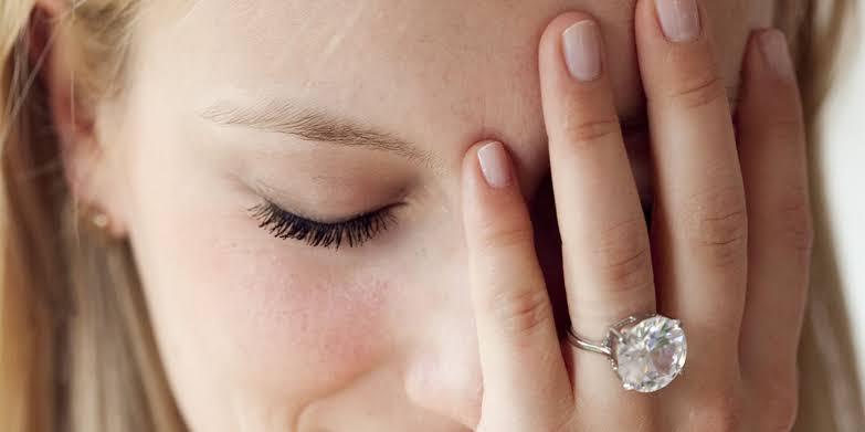 婚約指輪のデザインが好きではない場合の解決方法
