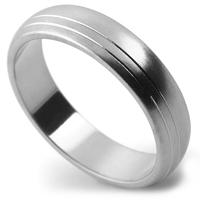 リングの片サイドに2本のラインを入れた、艶消しマット仕上げの指輪