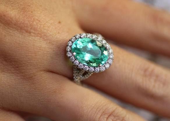 ダイヤモンド以外の石で婚約指輪が欲しかった場合の解決方法