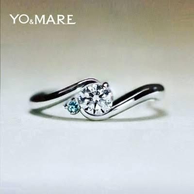 太陽とその横にあるブルーダイヤモンの月モチーフの婚約指輪