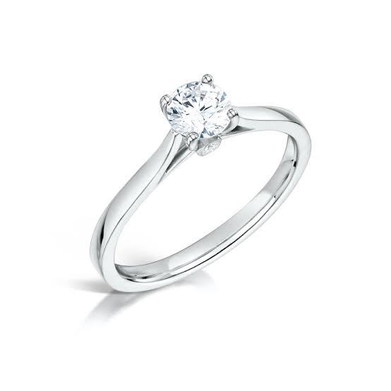 プラチナで婚約指輪をオーダーメイドする
