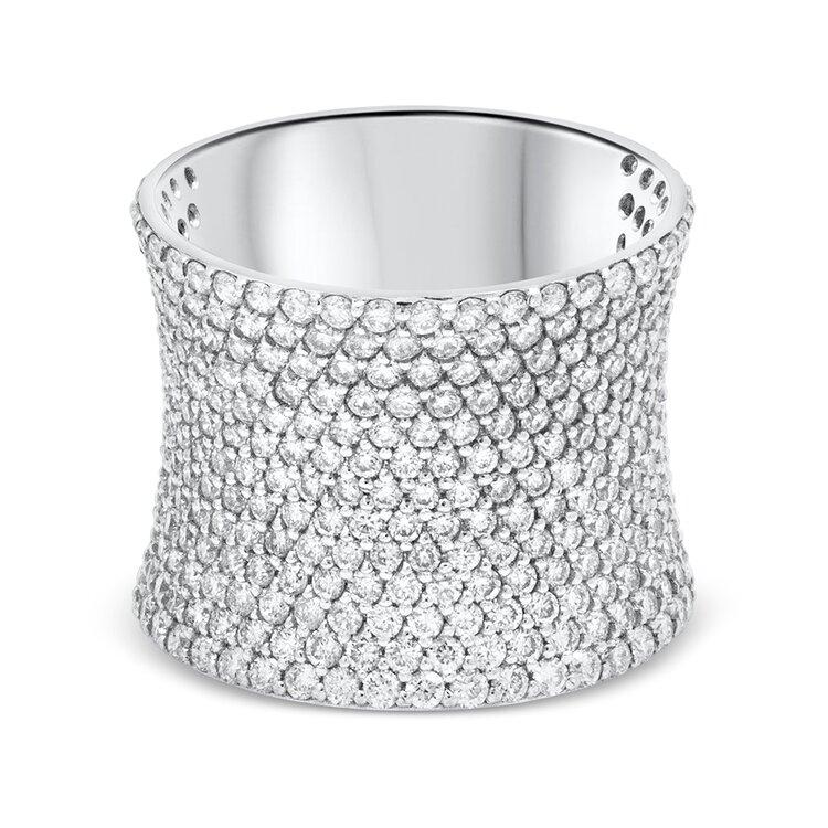 .3mm以下の極小ダイヤモンドを敷き詰めたマイク  ロパヴェのリング