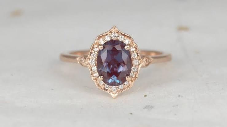 アレキサンドライトの婚約指輪をオーダーメイドする
