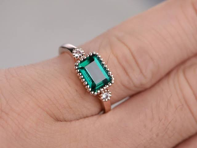 パライバの婚約指輪をオーダーメイドする