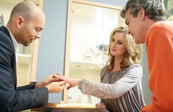 顧客がもつ結婚指輪の好みのデザインを瞬時に捕らえる事が出来る