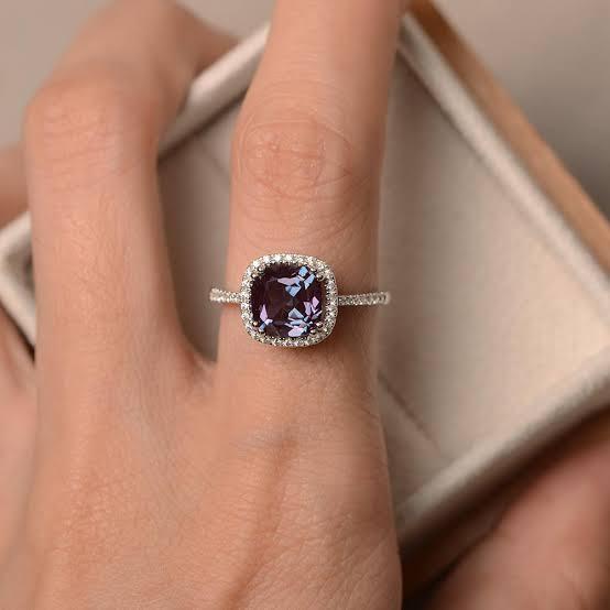 ダイヤより希少なアレキサンドライトで婚約指輪オーダーする方法2つ