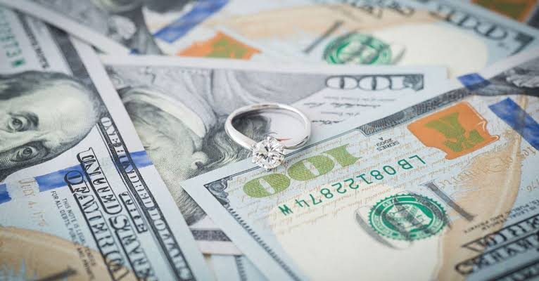 結婚指輪のオーダーメイド製作希望を伝えて内金を入金にて成約