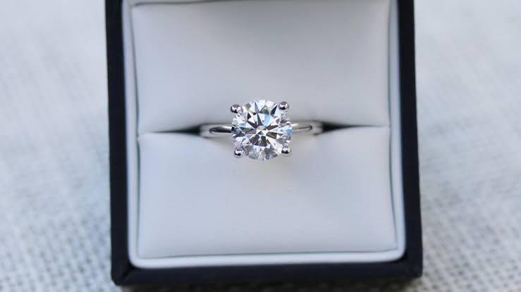 ダイヤの品質を決める順番は、カラット、カット、カラー