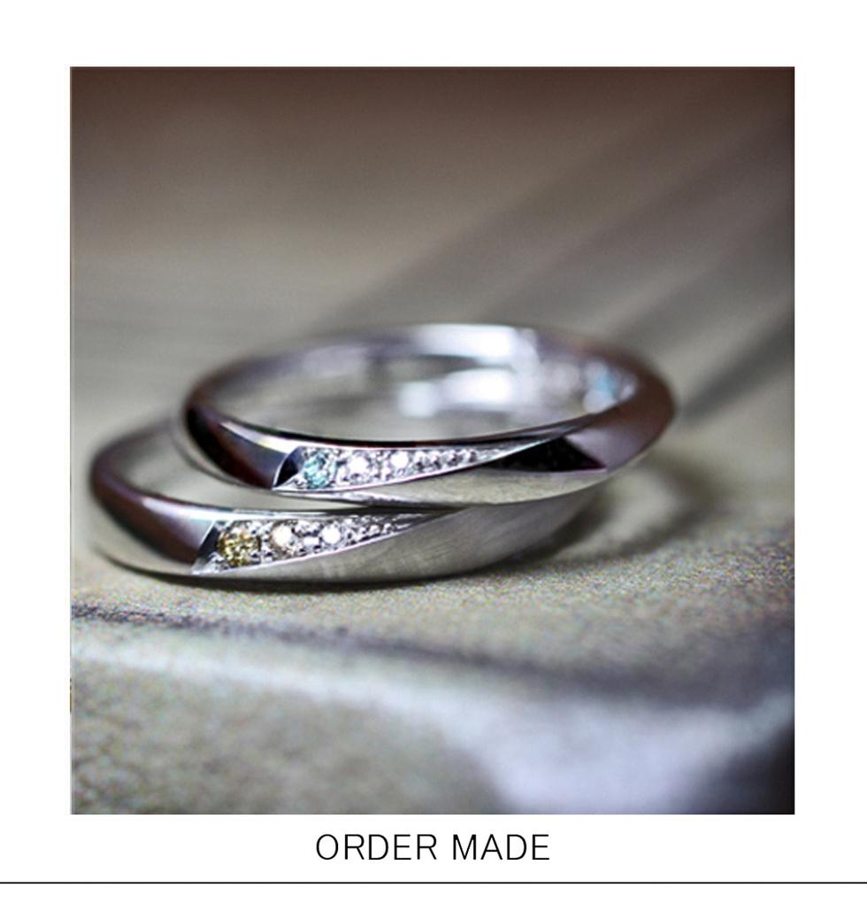 リングの横にアイスブルー&ブラウン ダイヤモンドを入れた結婚指輪