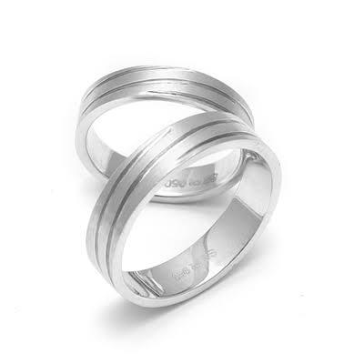 ゴールドを売ってプラチナの結婚指輪の購入は今