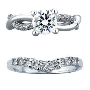 個性的なデザインの婚約指輪と結婚指輪のセットリング