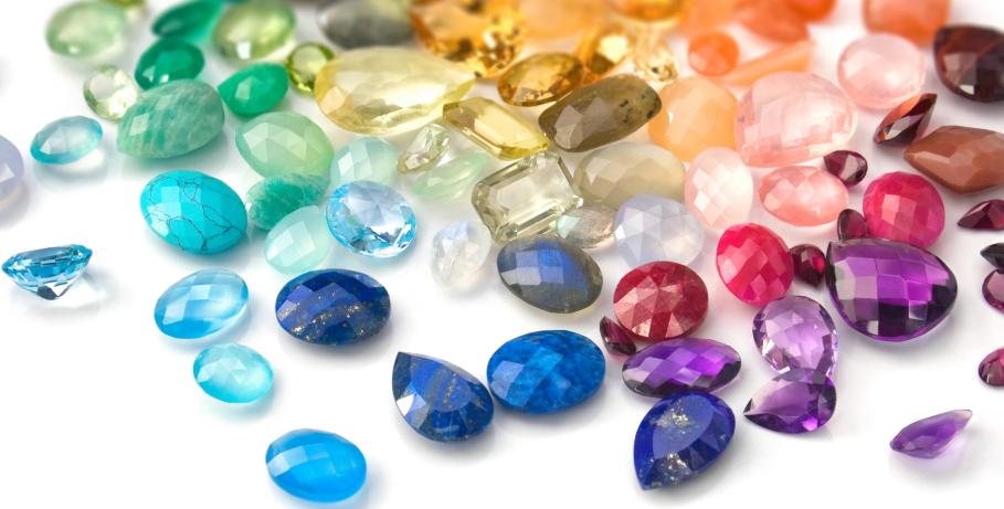 オーダーメイド結婚指輪の内側に入れる12種類の誕生石の意味とは