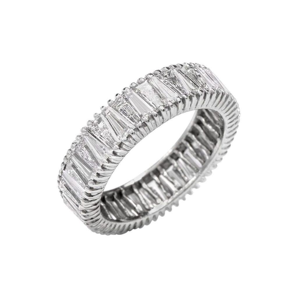 アールデコスタイルにバゲットダイヤをセットしたエタニティリング