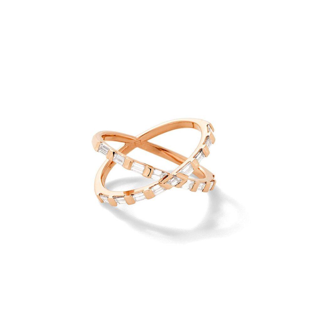 Eva Fehren ・バゲットカットダイヤを使ったゴールドのクロスリング