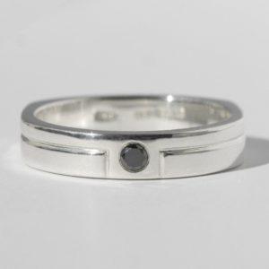 ブリスラウ・ブラックダイヤのメンズ結婚指輪