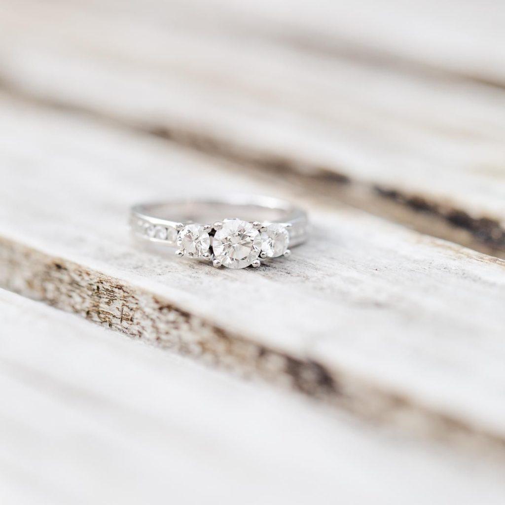 自分の婚約指輪をきれいにする為にデザイナーがやっている4つの事