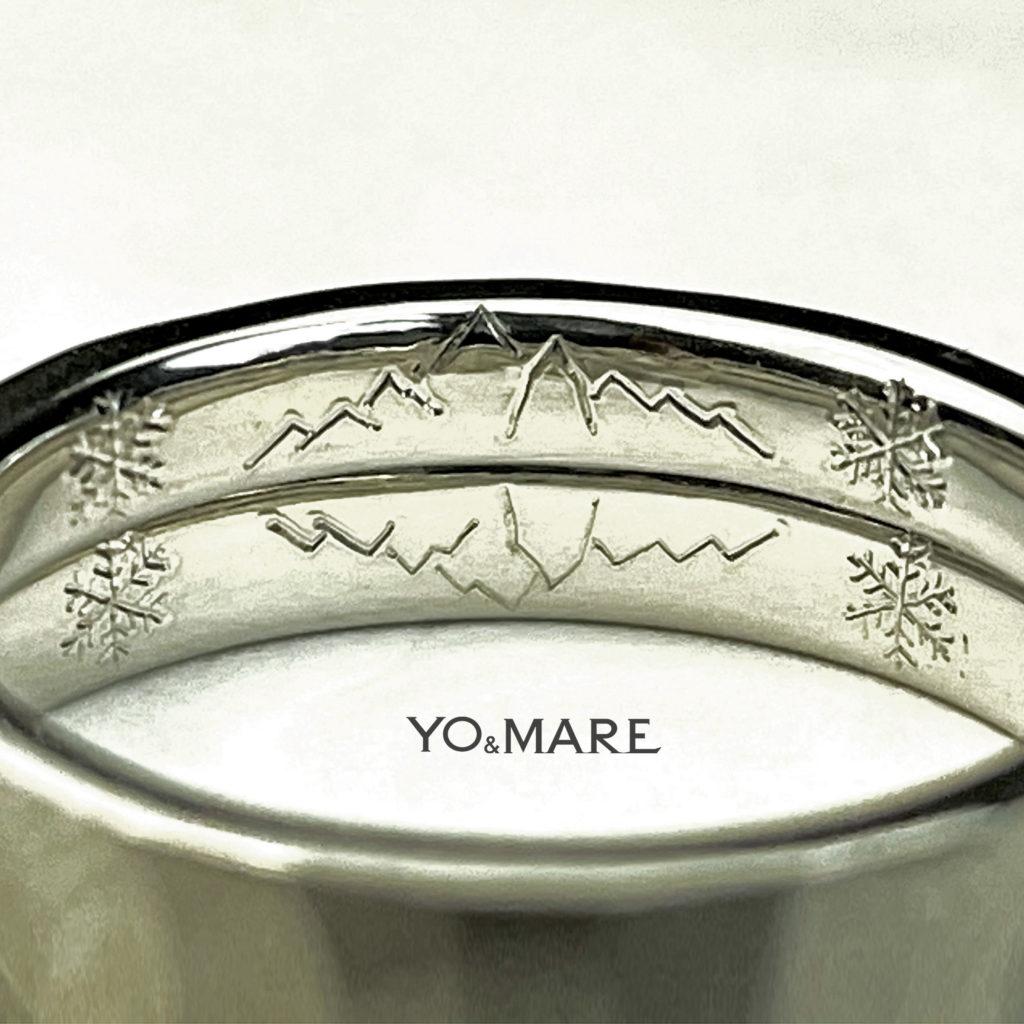 結婚指輪を重ねたリング内側に山の模様を描いたオーダーメイド作品