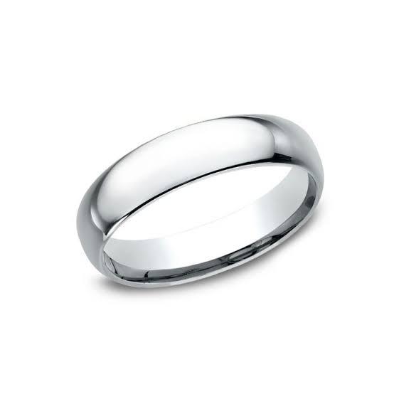 快適に指にフィットする結婚指輪は、指輪の内側を余分に金属を使用してドーム型に作られています。