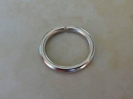 アレルギー皮膚炎を避けるべきニッケルメッキされた指輪