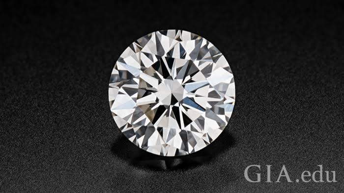 婚約指輪デザイナーが教えるダイヤモンドの選び方