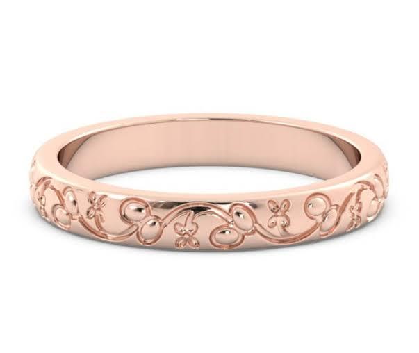 金属アレルギーを避けるべきピンクゴールドの結婚指輪