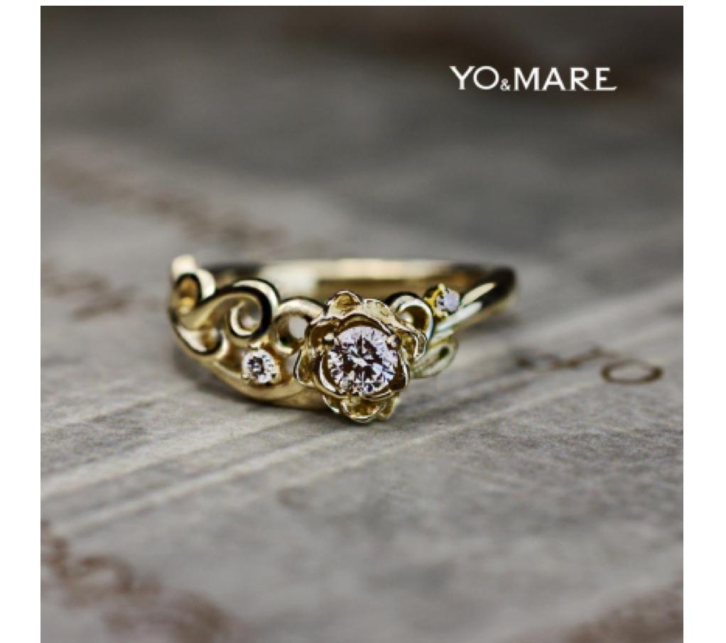 バラの婚約指輪をゴールドリングにデザインしたオーダーメイド作品 >>