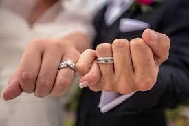 二人で一緒に協力して結婚指輪を作り上げる