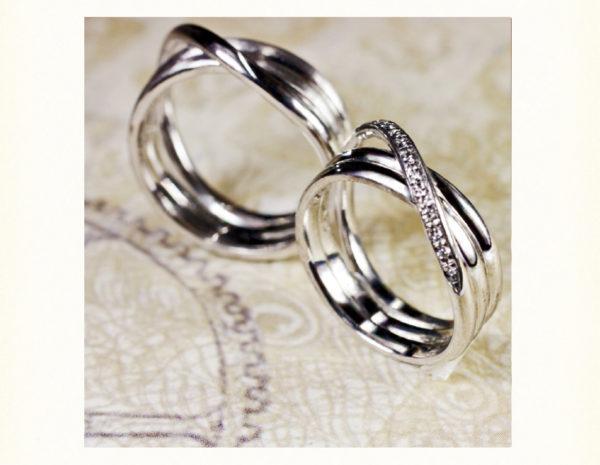 デザイナーの二人が考えたリボンの結婚指輪をオーダー