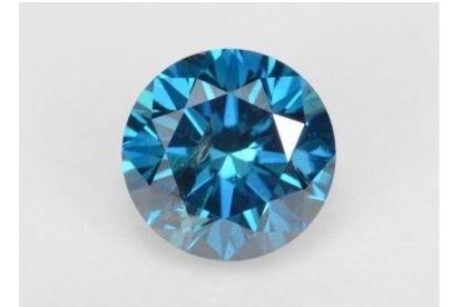 ブルーダイヤにはアイスブルーとダークブルーがある