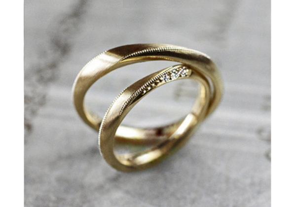 アンティークなメビウスリボンの ゴールド結婚指輪コレクション